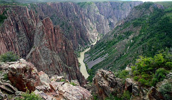 Black_Canyon_and_Gunnison_River.jpg